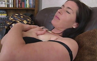 UK mature mom with saggy tits with the addition of hairy cunt