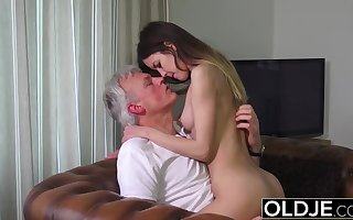 Old and Young Porn - Babysitter pussy fucked away from abb�