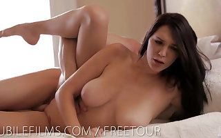 Waterfall your cock between Holly Michaels big tits