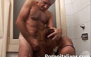 Incesto italiano - padre scopa la figlia nel cesso - Italian Father intrigue b passion