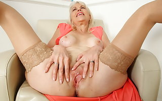 British mature Lady Sextasy dildos their way old fanny