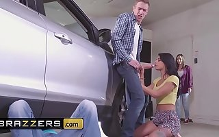 Minority like it Obese - (Gina Valentina, Lily Jordan, Danny D) - Fixer-Upper Daughter Stuffer - Brazzers