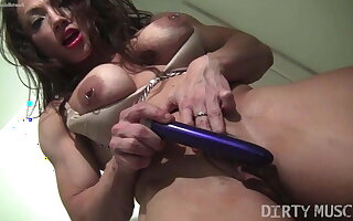 Muscle babe fucks ourselves pierced nipples