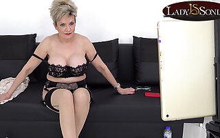 Lady Sonia has some JOI divertissement on her live stream