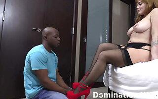 Worshiping Domina Lola Fae's tiny feet