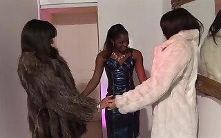 Orgie mit Ebony Schlampe + 2 Freundinnen