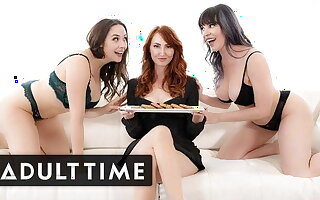 Hot Lesbian Duo Welcomes Kendra James To The Neighborhood