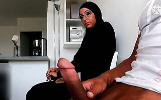 I take my cock out in the waiting field in front of her...