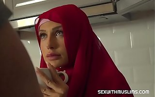 Sexy muslim girl spreads be useful to cardinal