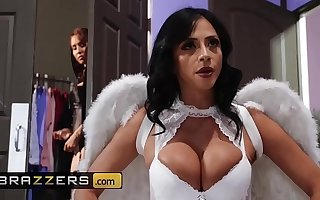 Hot And Mean - (Ariella Ferrera, Isis Love) - MILF Witches Part 1 - Brazzers