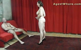 Casting guy gets hanjob and tease from Take charge milf