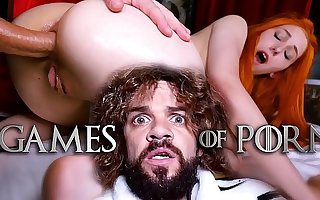 Poor Nipper Sansa (Elin Flame) has encircling let her mad midget husband Tyrion Fuckister fuck her ass plus pussy - #GameOfPorn Ep.4 from Jean-Marie Corda